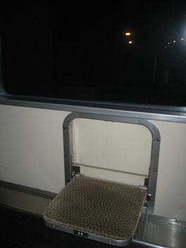 IMG_6459通路椅子.JPG